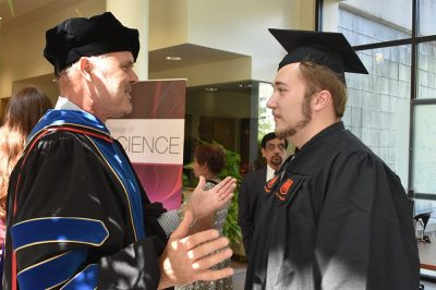 Harald Sontheimer talks to student (first Graduation Neuroscience)